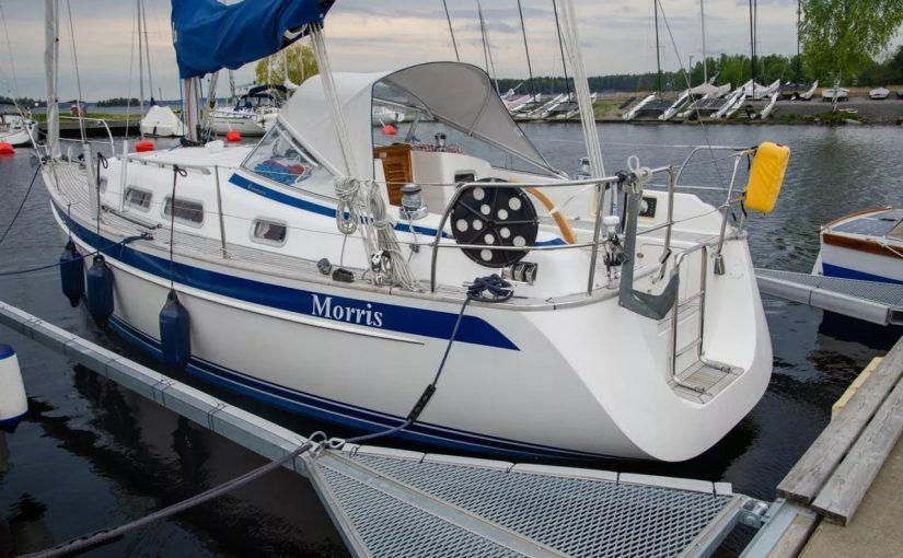 Hallberg-Rassy 310, 2011 года, двигатель Yanmar 3YM20C 22 л.с. за 134 000 евро.